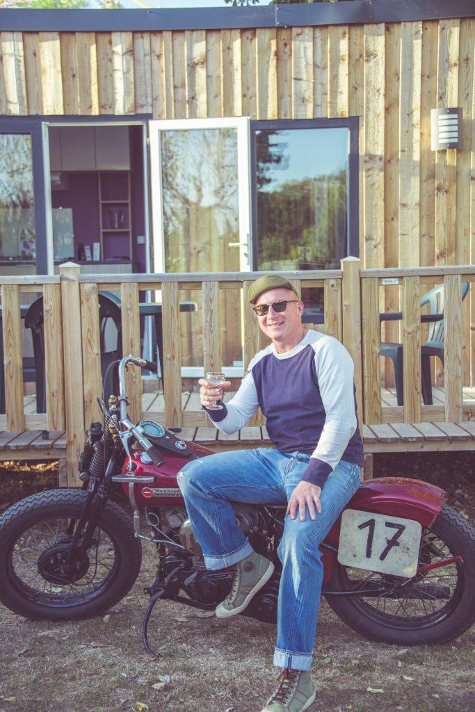 Pilote Harley Davidson course de sable, Photo Laurent Scavone