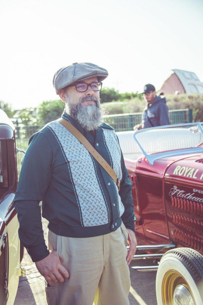 Look 1940 amateur de moto rod, style Rockabilly, vêtements vintage 1940 et 1950. Photo Laurent Scavone